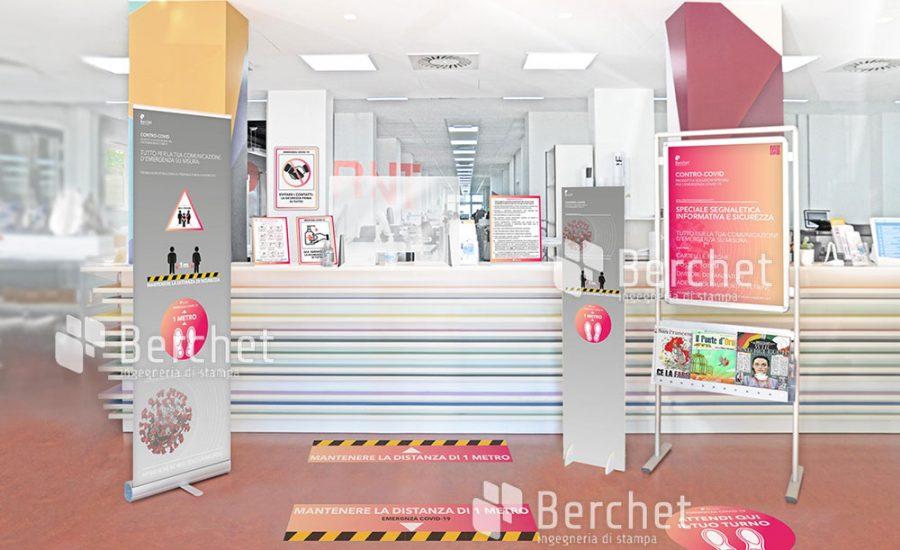 Ingresso Berchet con adesivi e pannelli contro-Covid
